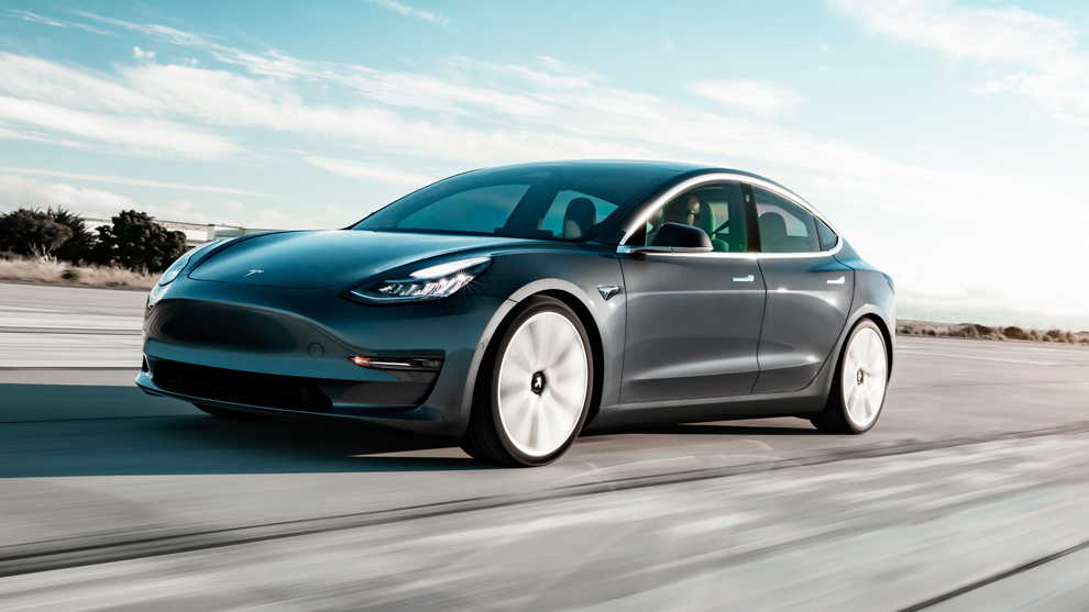 Sujeto adquirió accidentalmente 28 unidades de Tesla Model 3 valorados en más de $1 millón