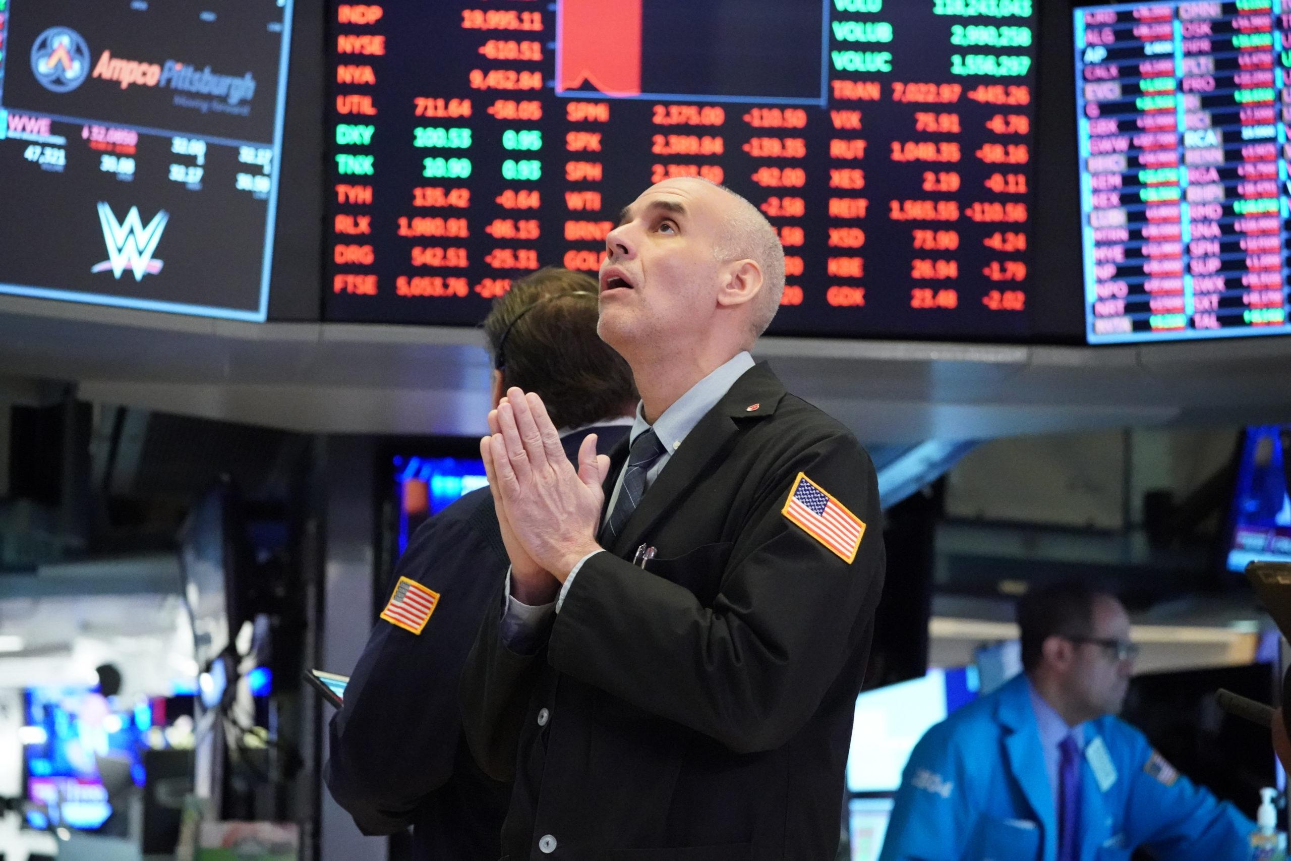 Wall Street en alza por posible crecimiento en sector de servicios de EEUU
