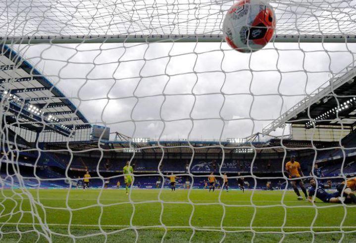 Próxima temporada de la Premier League podría jugarse con limitaciones de público