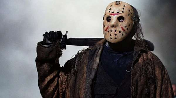 """Jason de """"Viernes 13"""" protagoniza campaña sobre el uso de mascarillas"""