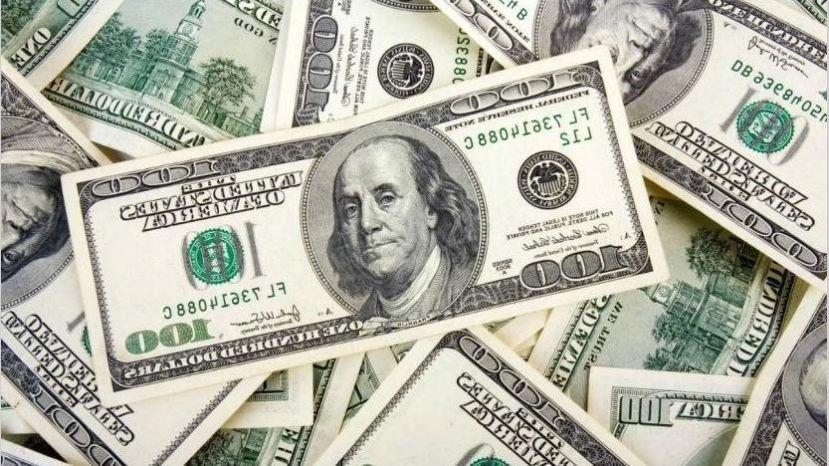 Precio del dólar cae en comparación con otras monedas internacionales