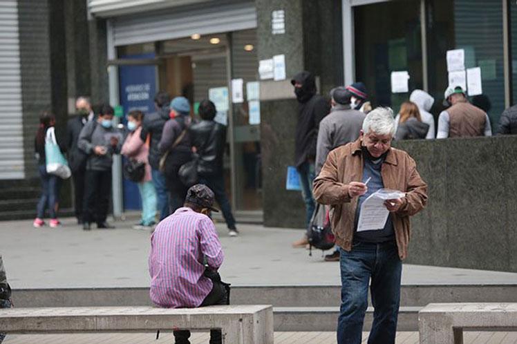 Índice de desempleo en Chile ascendió a 12,2%: El nivel más elevado en una década