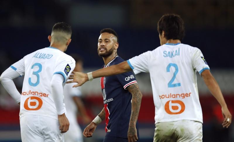 Neymar pelea en la cancha tras recibir un comentario racista