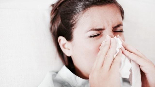 Médicos explican cómo diferenciar el COVID-19 de una gripe estacional