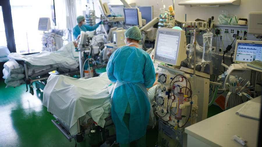 Científicos asocian el riesgo de muerte por COVID-19 con la edad