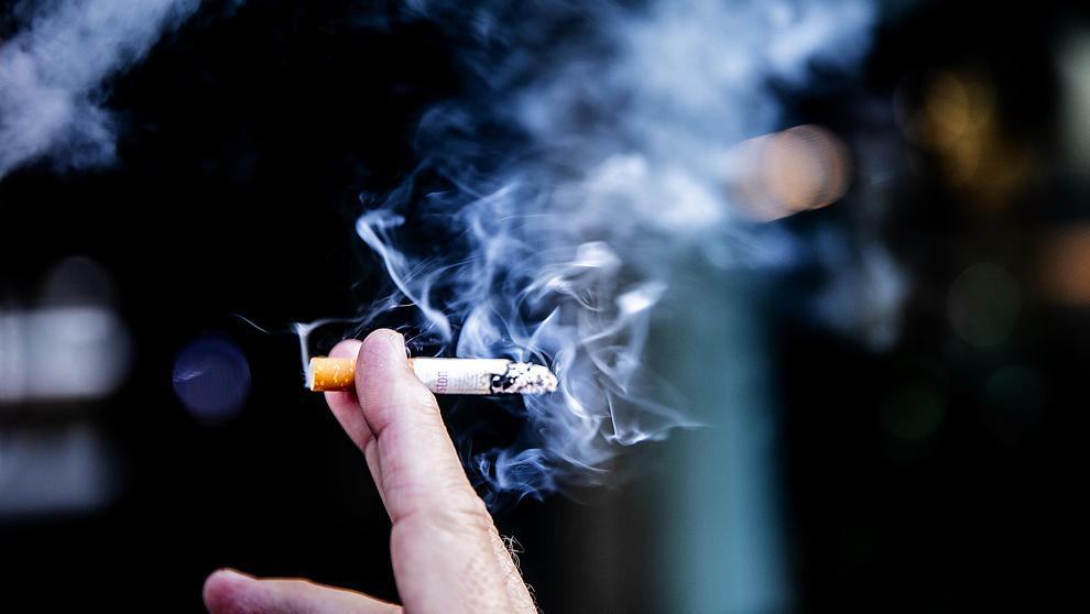 Expertos encuentran vínculo entre el tabaquismo y un tipo de hemorragia cerebral grave
