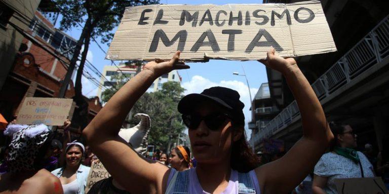 Activistas en Colombia buscan que los piropos vulgares sean delitos