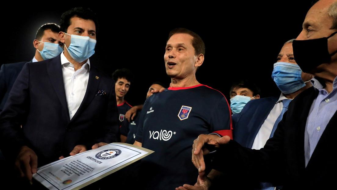 Ezzeldin Bahader: Egipcio de 74 años que se convierte en el futbolista más viejo del mundo